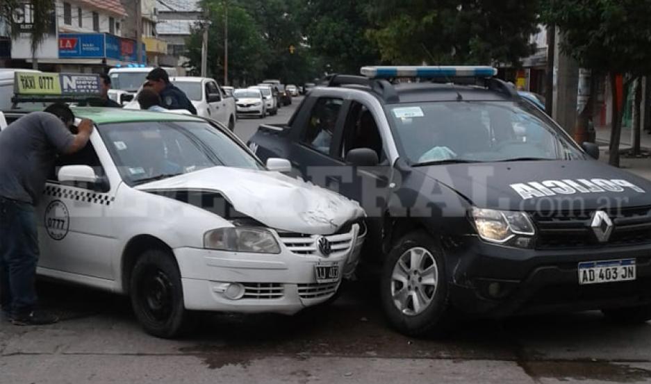 Quimilí: terrible choque entre móvil policial y remis