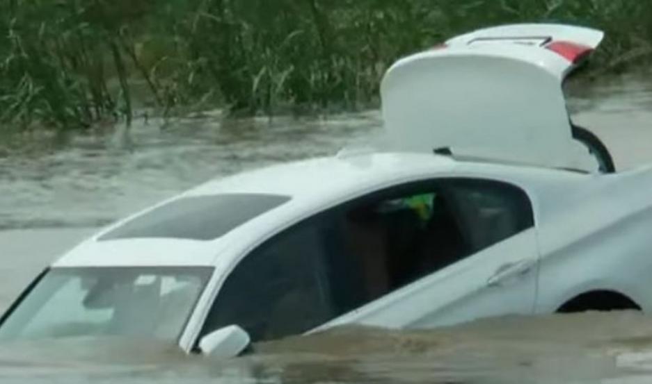 El BMW serie 3 en el río.