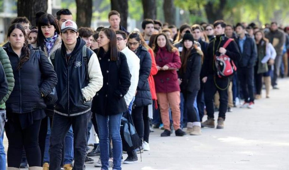 """""""El 36,2% de los desocupados lleva más de un año buscando empleo"""", dijo el analista."""