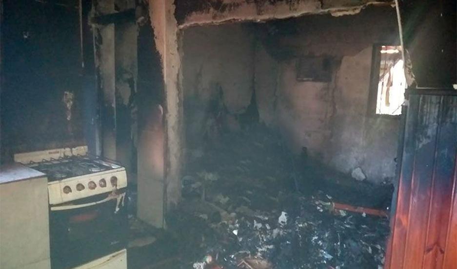 Dos habitaciones fueron consumidas por el fuego.